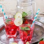 Strawberry lemonade — Stock Photo #72150507