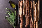 Grissini brood en olijf olie — Stockfoto