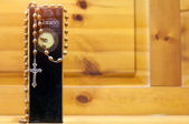 The Koran and the christian crucifix — Stock Photo