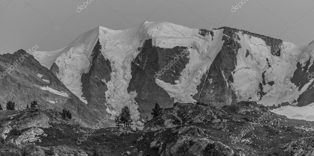 Panorama de style vintage noir et blanc de haute montagne photo 82142682 - Photos noir et blanc vintage ...
