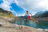Mountain Running Girl — Stock Photo