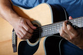 Man performing song on acoustic guitar — Stock Photo