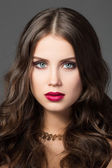 Beauty portrait of gorgeous young woman — Stock Photo
