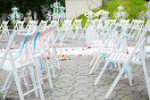 White wedding chairs decorated on ceremony — Stock Photo