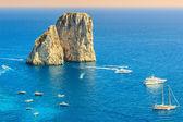 Capri ö och faraglioni klippor, italien, europa — Stockfoto