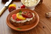 Sandwich of rye bread with cream cheese, tomatoes — Stock Photo