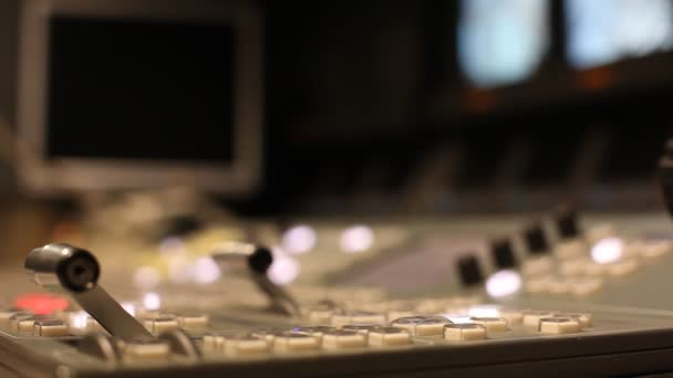 Hand moves on the remote switcher — Vidéo