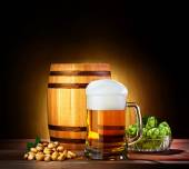 Beer barrel with beer glass on a wooden table. The dark backgrou — Stock Photo