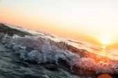 Ocean wave at sunset — Stock Photo