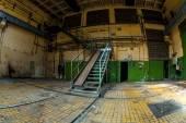 Temné průmyslový interiér — Stock fotografie
