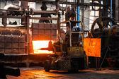 Trabajo en una fábrica — Foto de Stock