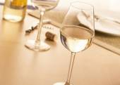 Glas witte wijn — Stockfoto