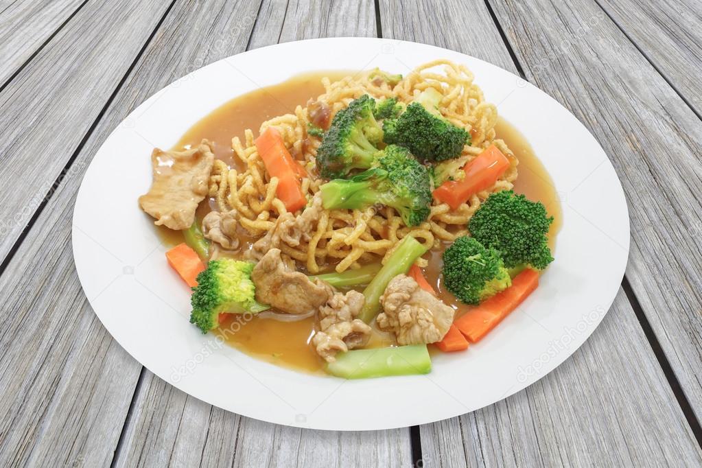 Crispy fried egg noodles — Stock Photo © Torsakarin #90556688