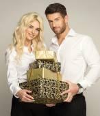 Couple avec cadeaux — Photo
