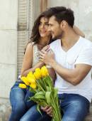 Happy couple with flowers — Stock Photo