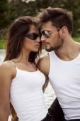 Fashion couple in sunglasses — Stock Photo