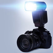 DSLR camera with flash — Stock Photo