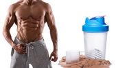 Muscular masculino tronco e proteína em pó — Fotografia Stock