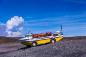 Glacier lake Joekulsarlon with boat — Stock Photo