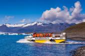 Gletscher-see-joekulsarlon mit boot — Stockfoto