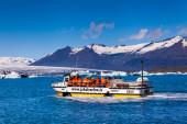 Glacier lake Joekulsarlon with boat — Stockfoto