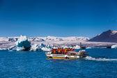 Glacier lake Joekulsarlon with boat — ストック写真