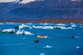 Glacier lake Joekulsarlon with amphibia boat — Foto de Stock