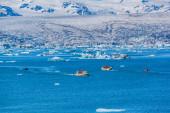 Glacier lake Joekulsarlon with amphibia boat — Stockfoto