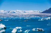 Glacier lake Joekulsarlon with amphibia boat — Stock Photo