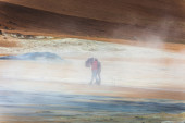 Tourists in geothermal area — Stockfoto