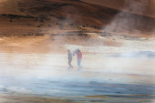 Tourists in geothermal area — Stok fotoğraf