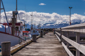 Empty jetty with boats — Stockfoto