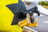 Fun yellow street art — Stock Photo