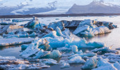 Large floating blue icebergs — Foto de Stock