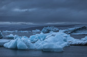 Large floating blue icebergs — Foto Stock