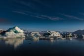 Große schwimmende eisberge blau — Stockfoto