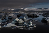 Large floating blue icebergs — Stock fotografie