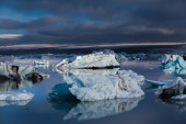 Large floating blue icebergs in Iceland — Stok fotoğraf