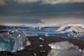 Chunks of ice from a retreating glacier — ストック写真