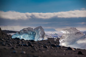 Chunks of ice from a retreating glacier — Stock fotografie