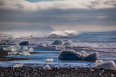 Chunks of ice from a retreating glacier — Stockfoto