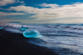 Lake with icebergs — Stockfoto