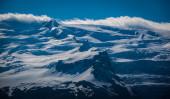 Snow-capped mountain range — Stock Photo