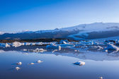 Icebergs floating in the Jokulsarlon lake — Foto Stock