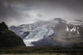 Snow-capped mountain and glacier — Stock Photo