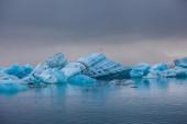 Floating blue icebergs — ストック写真