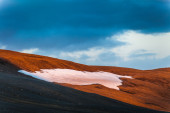 Snow on a volcanic mountain — Stockfoto