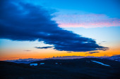 Sunset over a mountainous landscape — Stock Photo