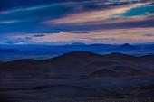 Icelandic landscape of misty mountain ranges — Stock Photo