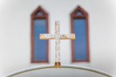 Cross on a gate of a Christian church — 图库照片